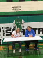 Lexi Lander signs with DMACC!